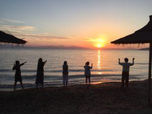 Yoga au lever du soleil à Corfou en Grèce